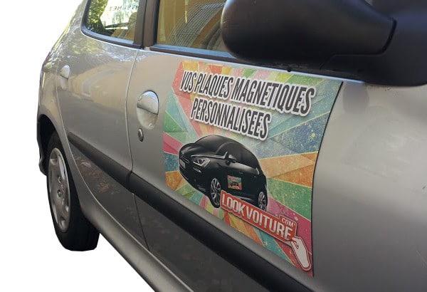 La plaque magnétiquepour communiquer ponctuellement sur voiture